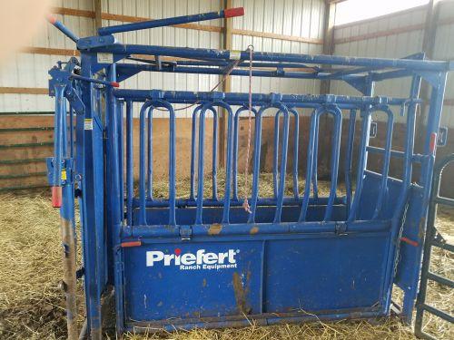 Cattle Squeeze Chute ( Livestock )